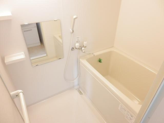 ロイヤルガーデンワコーレ上永谷 501号室の風呂