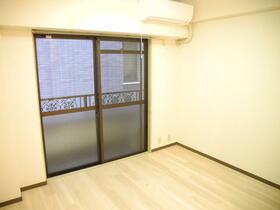 第三東和ビル 502号室の居室