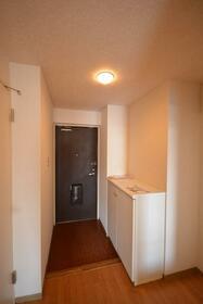 ドミールいぶき野 303号室の玄関