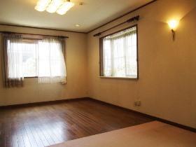 和泉町戸建の居室