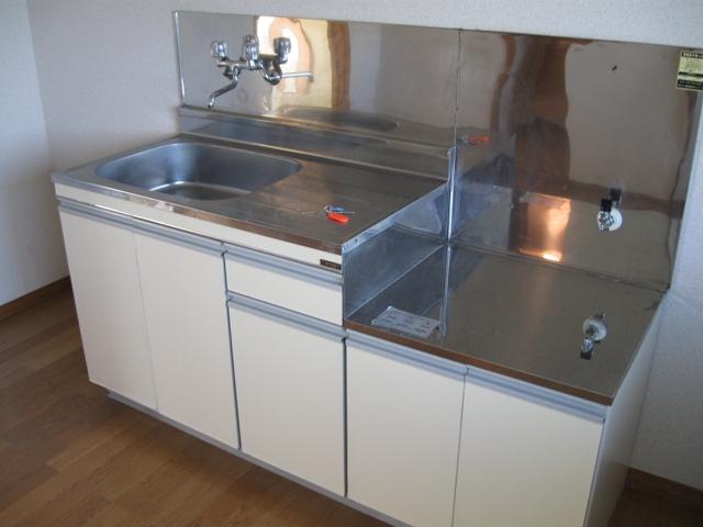 ヴェルディやまぐちC 203号室のキッチン