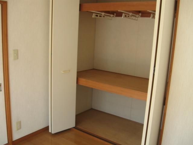 ヴェルディやまぐちC 203号室の収納
