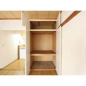 新井ハイツ 104号室の収納