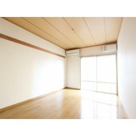 新井ハイツ 104号室のリビング