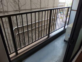 パークサイド本牧 301号室のバルコニー
