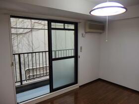 パークサイド本牧 301号室の居室