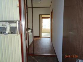 金子荘 201号室の玄関