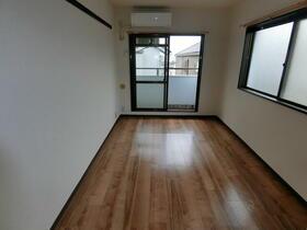 スカイコート横浜港南台 205号室のリビング