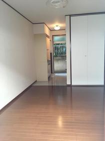 メゾンエレーズNo.2 101号室の居室
