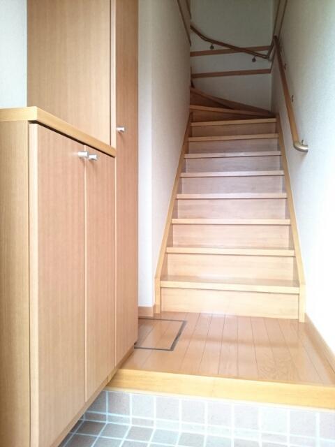 Mステージ 02010号室の玄関