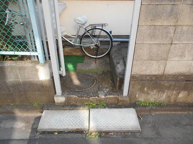 松山コーポ 102号室の玄関