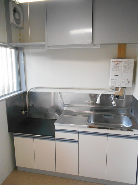 松山コーポ 102号室のキッチン