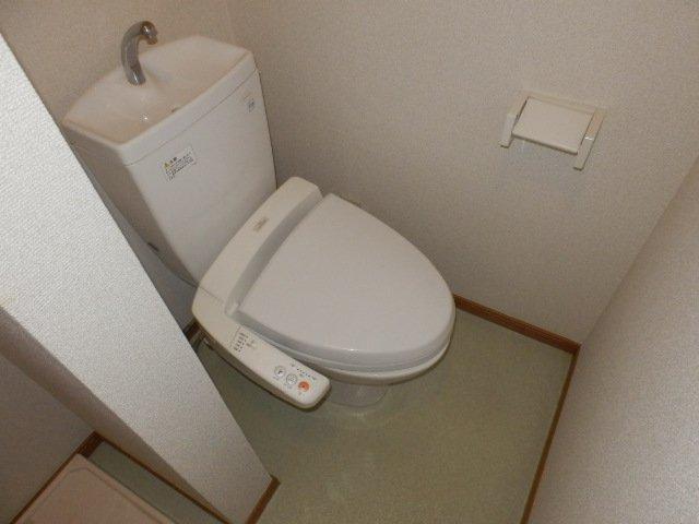 ウィンズ上永谷C棟 103号室のトイレ