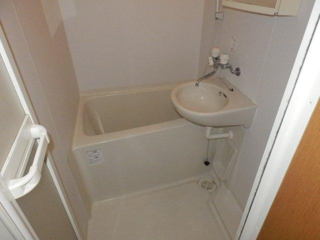ウィンズ上永谷C棟 103号室の風呂