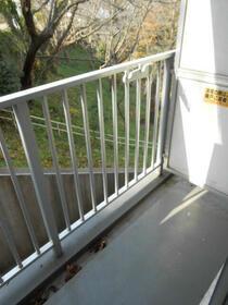 スカイコート横浜富岡 409号室のバルコニー