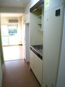 スカイコート横浜富岡 409号室のキッチン