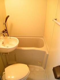 スカイコート横浜富岡 409号室の洗面所