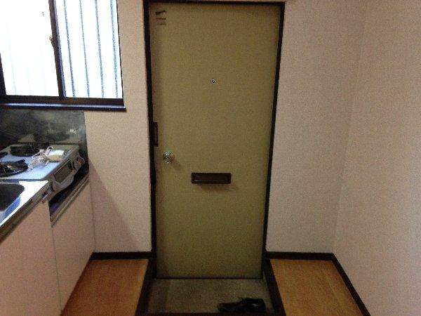 ハイツ志賀 101号室の玄関