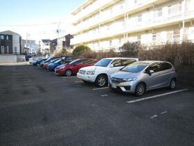 町田コープタウン7号棟 07-403号室の駐車場