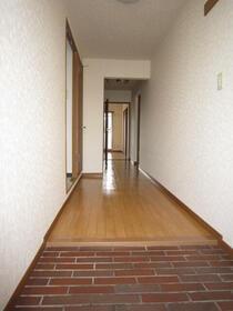ロイヤルメゾン南成瀬Ⅰ 202号室の玄関