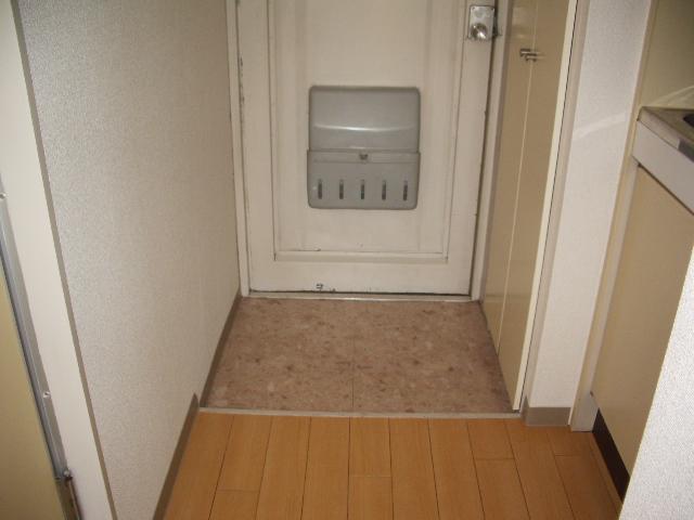 ハイツノン 205号室の玄関