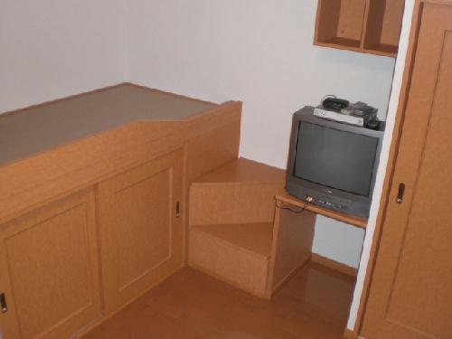 レオパレスフロスモア 201号室の居室