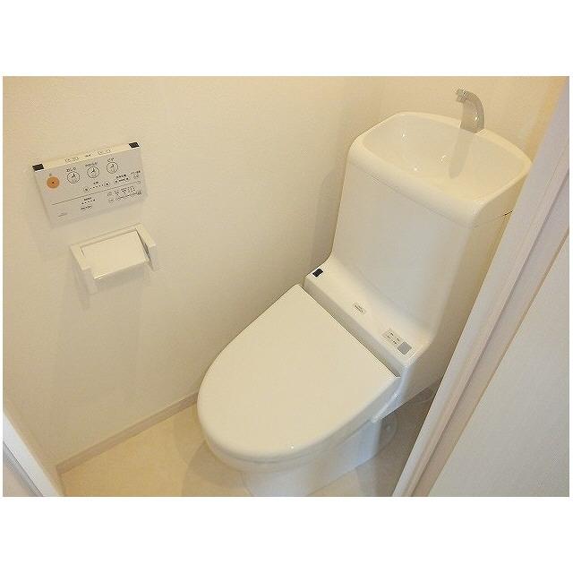 チャーリーズハウス港南中央 102号室のトイレ