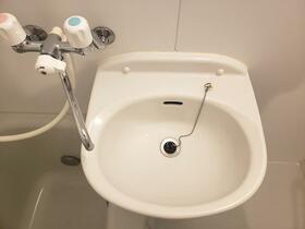 シャルム月見台 104号室の洗面所