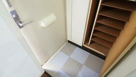 ベルシオンA棟 202号室の玄関