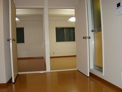インターフェイス壱番館 201号室のリビング