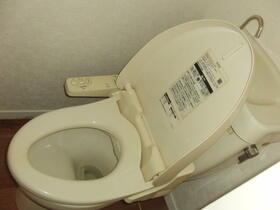 石井様貸家 2分1棟のトイレ