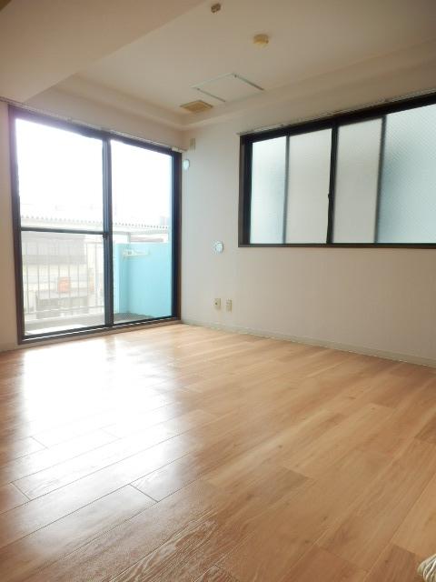 CITY OASIS IMAMURA 201号室のリビング