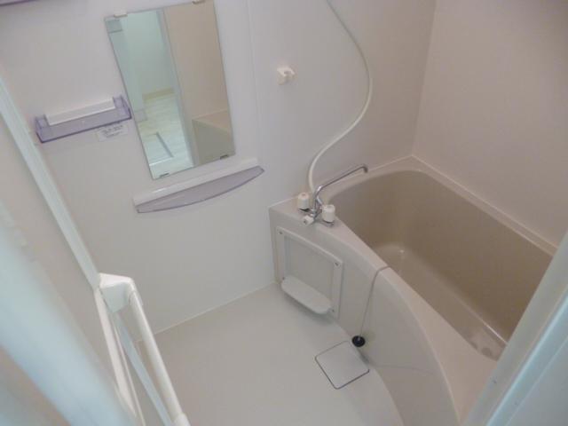 ラ・フロール鶴巻南 101号室の風呂
