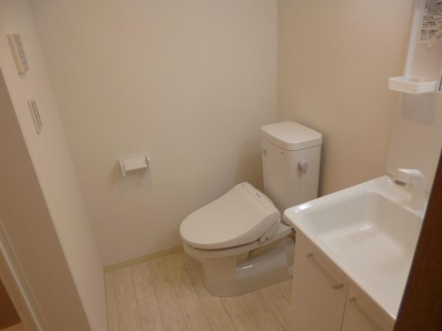 ラ・フロール鶴巻南 101号室の洗面所
