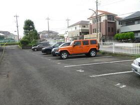 町田コープタウン4号棟 203号室の駐車場