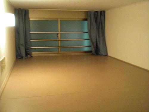 レオパレス飛鳥間 201号室のベッドルーム