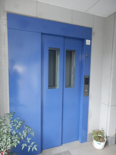 グランティグレ 101号室のエントランス