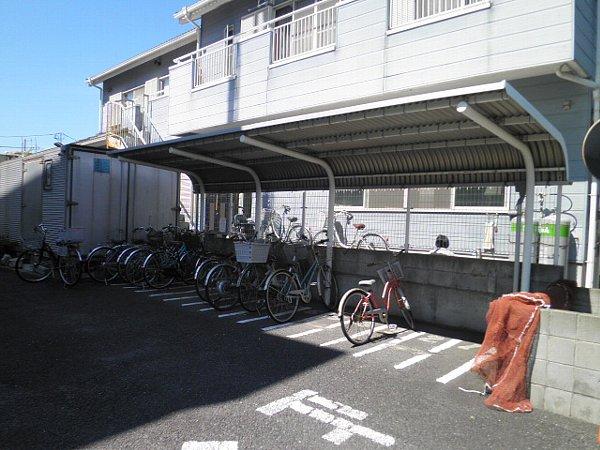 マインズビル 303号室の駐車場