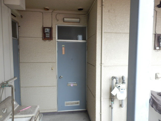 第2ハイツ 205号室のエントランス