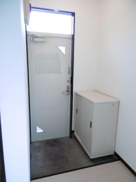 ラフィーヌ・モナミ 203号室の玄関