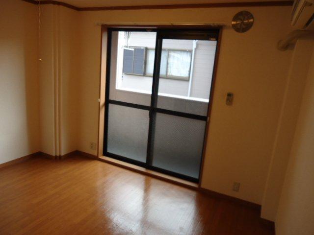 ラ・プラティーク 102号室のバルコニー