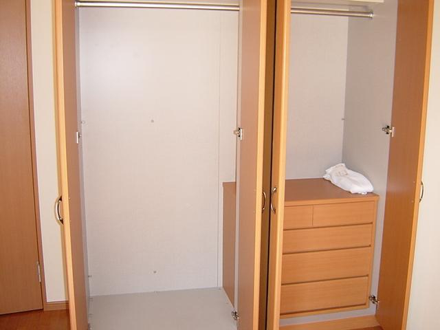 ラ・プラティーク 102号室の収納