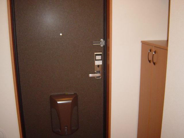 ラ・プラティーク 102号室の玄関