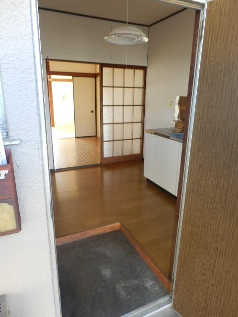 旭荘 10号室の玄関