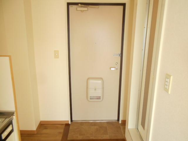 溝呂木ビル 302号室の玄関