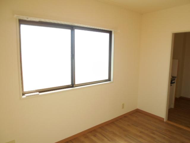 溝呂木ビル 302号室のリビング