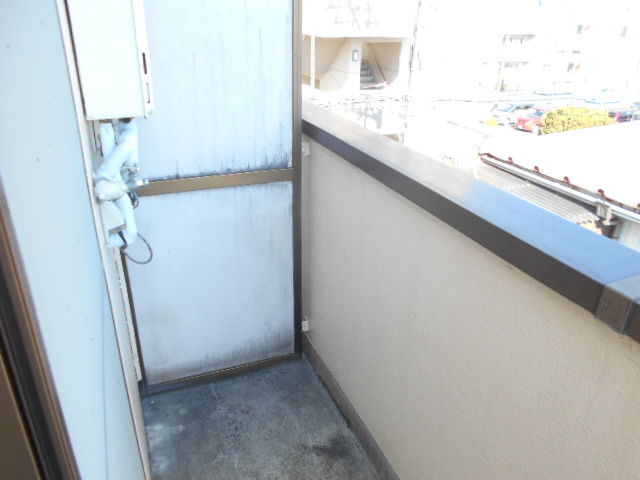 溝呂木ビル 302号室のバルコニー