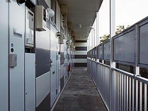 レオパレスK・I 104号室のエントランス