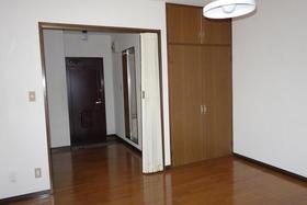 アヴニール鵠沼 301号室の収納