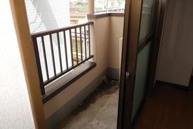 アヴニール鵠沼 301号室のバルコニー